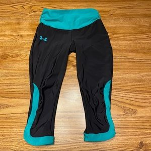 Under Armour Black & Teal Cropped Leggings Size XS